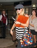 http://img219.imagevenue.com/loc38/th_05702_Kaley__Cuoco_at_LAX_HOPE_959_122_38lo.jpg