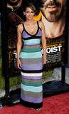 th_64732_Halle_Berry_The_Soloist_premiere_in_Los_Angeles_32_122_454lo.jpg