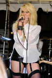 http://img219.imagevenue.com/loc490/th_68162_Taylor_Momsen_perfoms_during_the_Teen_Vogue_Fashion0s_Night_Out_Fashion_Show_2090910_21_123_490lo.jpg